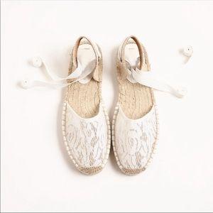 Women's classic lace flat sandal